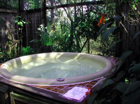 Rosemary Cottages: Hot Tub
