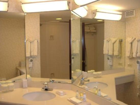 Philadelphia Marriott Downtown: Room 2122 - bathroom