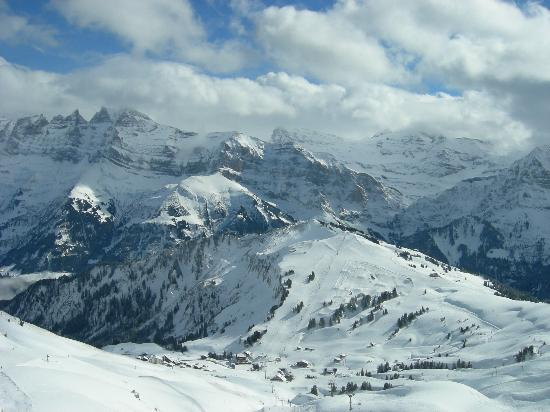 Hotel Suisse: Ski in Paradise at the massive Portes du Soleil ski area.  Want to ski to France for lunch ?