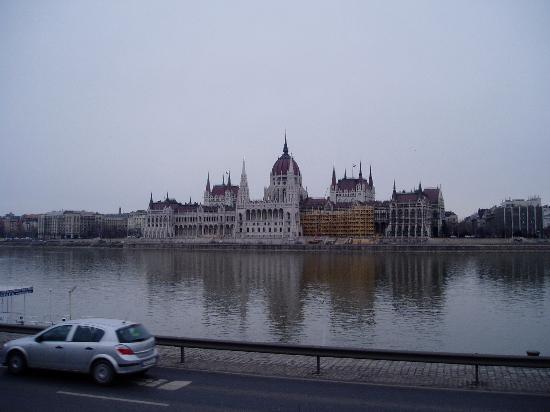 Sofitel Budapest Chain Bridge : Parliment
