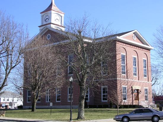 Crossroads Family Restaurant: Beautiful courthouse