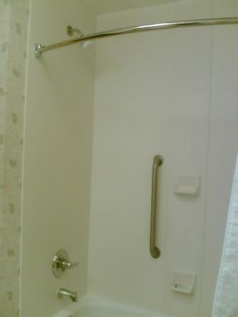 Hampton Inn Sacramento/Rancho Cordova: Bathroom2