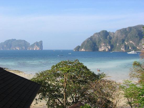 Arayaburi Resort - Phi Phi Island: View of Ton Sai Bay from our balcony