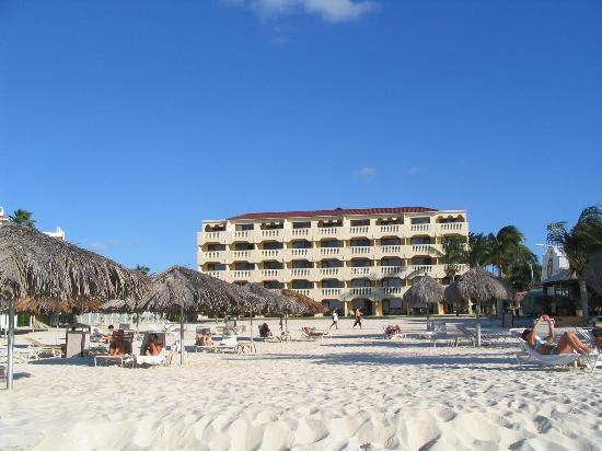 Bucuti & Tara Beach Resort Aruba: Tara Suites from the beach