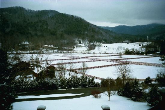 Valle Crucis Bed & Breakfast : View of the snow-covered valley from the front porch of VCB&B