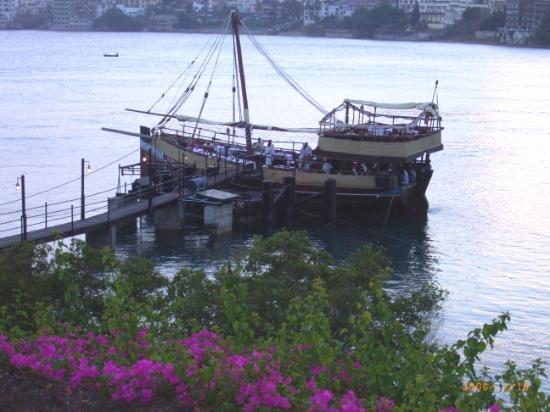 Pinewood Beach Resort & Spa: Tamarind Dhow