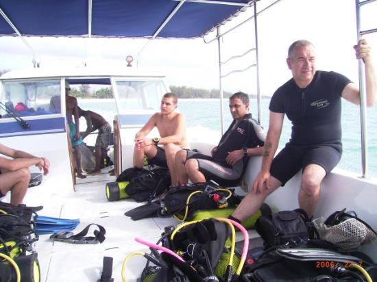 Pinewood Beach Resort & Spa: Dive boat