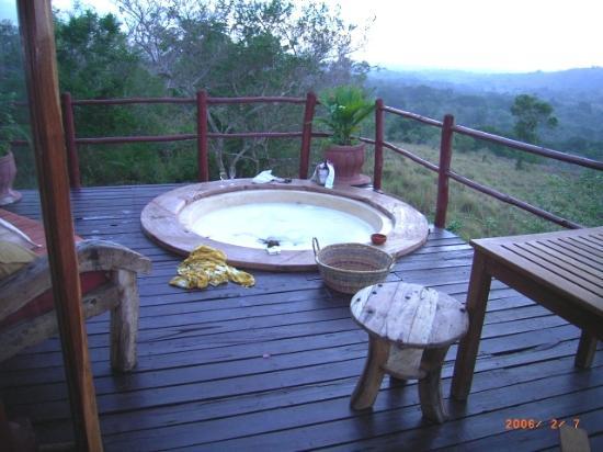 Pinewood Beach Resort & Spa: Novu Bonde jacuzzi