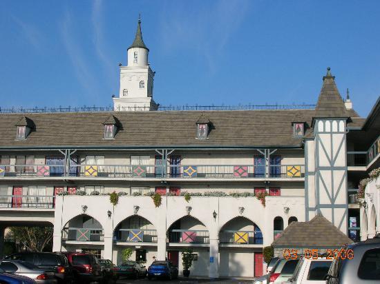 Castle Inn and Suites: Castle Inn & Suites Rear View