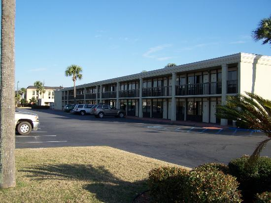 Quality Inn & Suites: Rooms facing US82