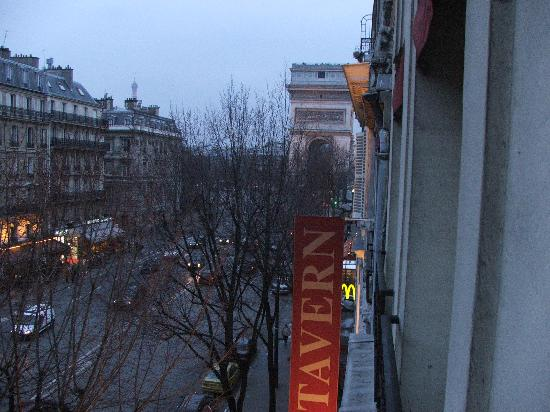 Hotel Elysees Paris: The view outside my window