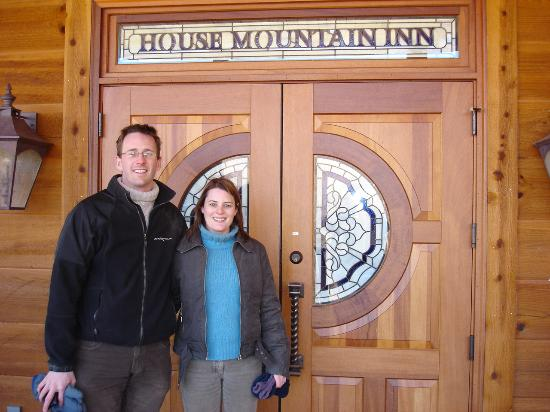 House Mountain Inn: entrance