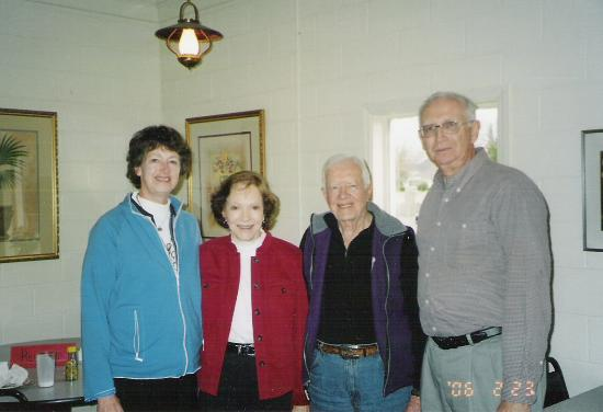 Americus Garden Inn Bed & Breakfast: President Jimmy Carter and wife Roselyn with us at Mom's Kitchen in Plains, GE