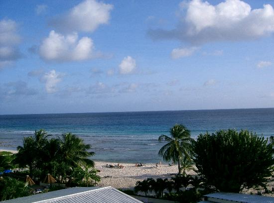 Coconut Court Beach Hotel: Farily average photo of a great view from CC room