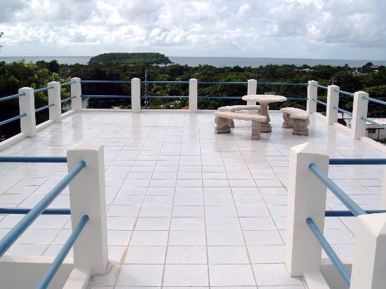 Acacia Guesthouse: Rooftop deck (great sunsets!)