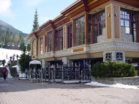 Four Seasons Resort and Residences Whistler: ski concierge