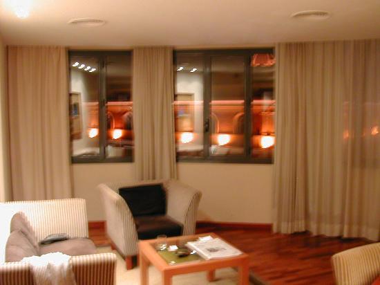 AC Hotel Malaga Palacio: seperate lounge area of hotel room at AC