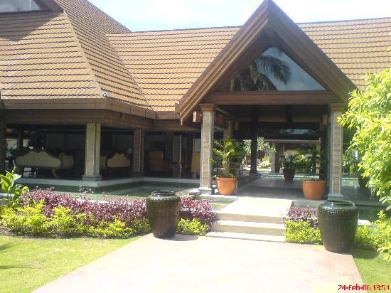 Kurumba Maldives: Kurumba - Front Hotel View