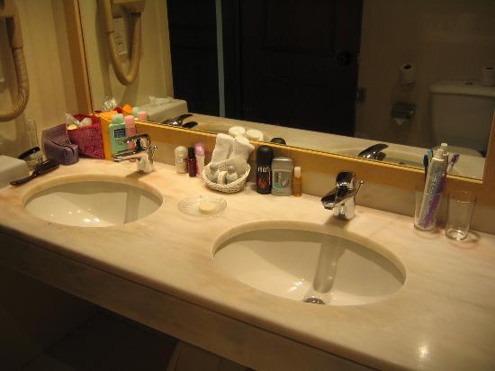 Suite Hotel Eden Mar: The bathroom