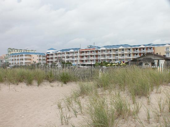 La Mer Beachfront  Inn: La Mer from the beach
