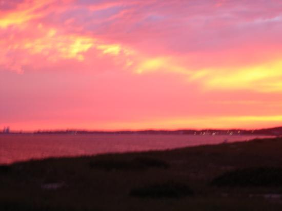 Sandbars on Cape Cod Bay : sunset from the beach at hotel