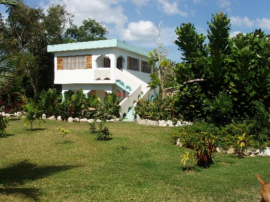 Coral Cove Resort: Ackee Tree House Cottage