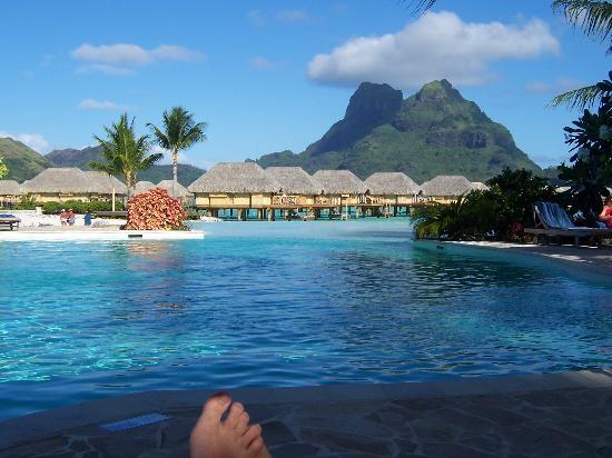 Bora Bora Pearl Beach Resort & Spa: view from pool