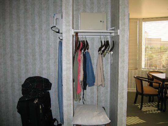 Carousel Inn and Suites: Master room closet