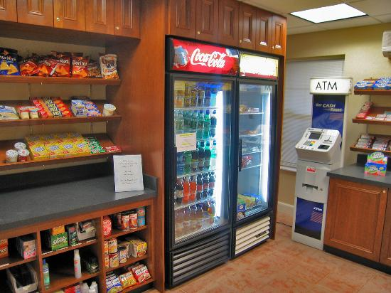 Residence Inn Boston Franklin : The Market - micro convenience store with ATM off lobby