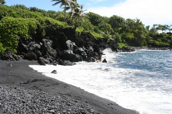 Four Seasons: Black Sand Beach Stop on Road to Hana