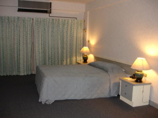 Airport Suite Bangkok : A clean room which smelled fine