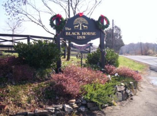Black Horse Inn: The road sign