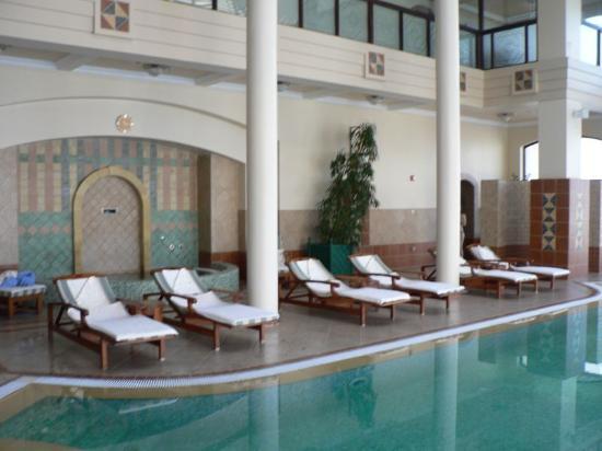 Jordan Valley Marriott Resort & Spa: The Spa (jacuzzi in background)
