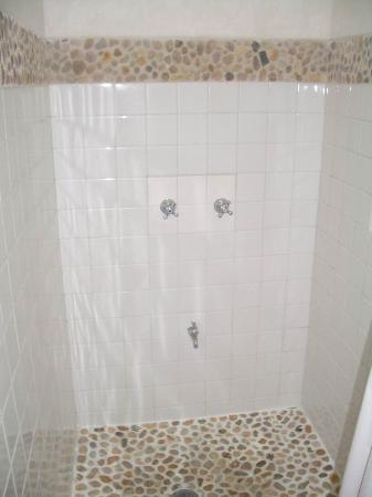 Vista del Mar Boutique Hotel: shower