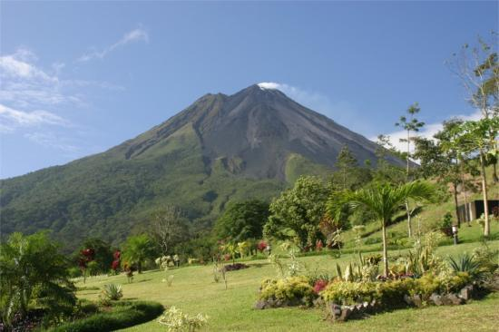 Parc national du Volcan Arenal, Costa Rica : Arenal volcano,viewed from the East side, from Los Lagos resort