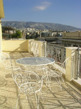 AVA Hotel Athens: Our balcony & stunning view on Zeus' Temple