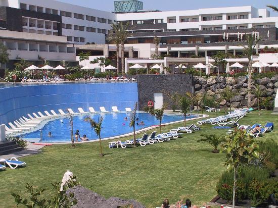 Hotel Costa Calero: LOWER GRASSED AREA SWIMMING POOL