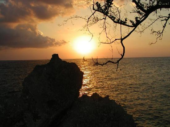 Negril, Jamajka: Sunset from our patio