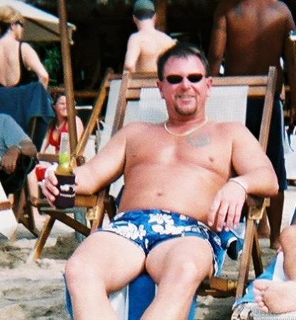 Emperador Vallarta Beachfront Hotel & Suites: Relaxing on the beach