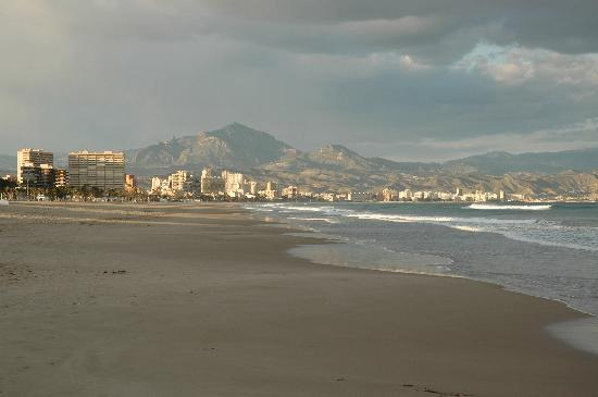 Hotel Castilla Alicante: Nearby Platja de Sant Joan - evening