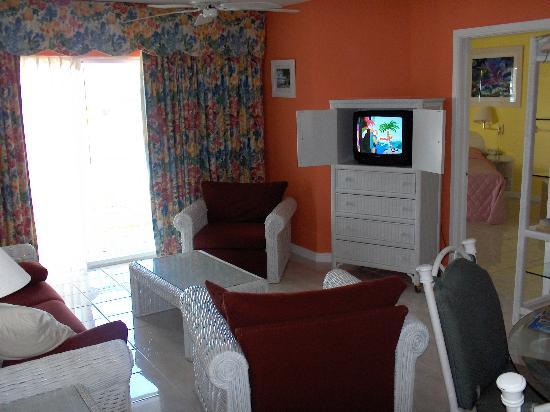 Sandyport Beach Resort: livingroom