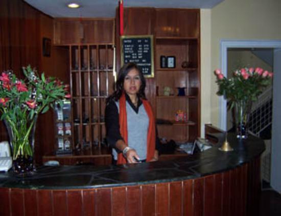 Basadre Suites Boutique Hotel: Receptionist