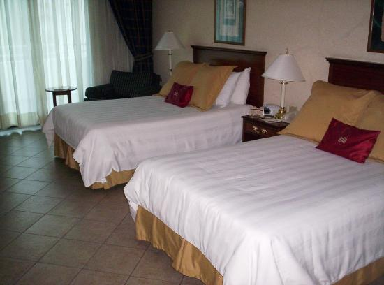 Crowne Plaza Panama: My big and comfortable room