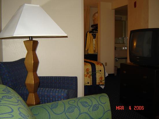 SpringHill Suites Phoenix Glendale/Peoria: The suite was well furnished but felt cluttered.