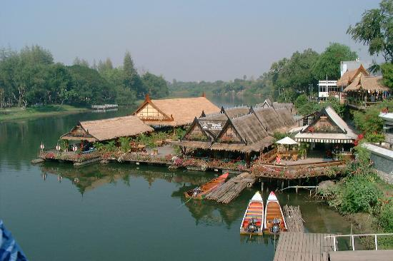 Kanchanaburi, Thailandia: Scene at the Bridge