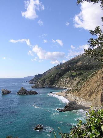 Julia Pfeiffer Burns State Park: The view to the north from Waterfall trail