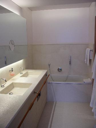 Hotel Pergola Residence: Bathroom, has a shower also