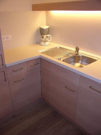 Hotel Pergola Residence: Kitchenette, has fridge, stove, microwave, pots, pans, dises, etc...