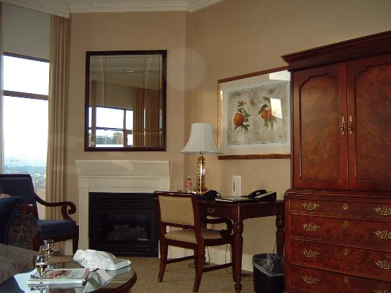 Magnolia Hotel And Spa: far end of room; fireplace, desk, tv cabinet