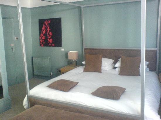 Brightonwave: The room, and comfy bed